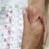 Estamos de suerte 🍀🍀 y queremos compartirlo con vosotros. Somos farmacia elaboradora de SPD (sistema personalizado de dosificación)👉🏻¿Que es? Es un pastillero que se prepara en la farmacia, y se hace de acuerdo a lo prescrito por el médico 🥼, en la que se incluye toda la medicación 💊 semanal, clasificado por días y tomas.👉🏻¿Para quién es? 🔸Personas con problemas para organizar las medicinas o tomarlas 🤦🏻. 🔸Personas con tratamientos 💊 crónicos y olvidadizos. 🔸Personas Polimedicadas. 🔸Personas con movilidad reducida ♿️.#sistemapersonalizadodedosificación #sistemapersonalizado #consejosdesalud #tufarmaciatecuida #spd #medicamentos #polimedicados #personasmayores #tratamientocrónico #ayuda #ayudanosaayudar #manual #dosisdiaria #dosis